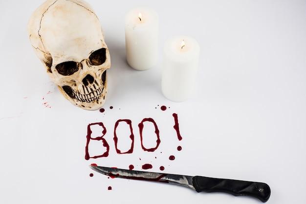 Boo wort und schädel mit kerzen