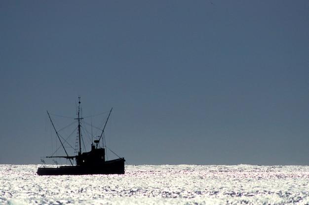 Boot im ozean, oregon küste, oregon