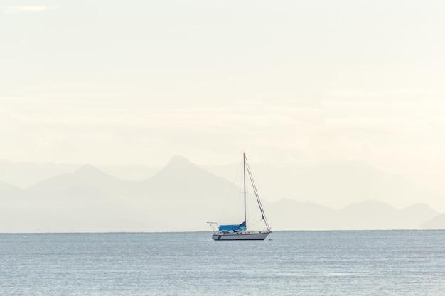 Boot in den schönheiten der stadt paraty - rio de janeiro