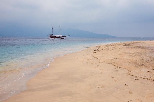 Boote. exotischer tourismus. der rest des äquators. bali, indonesien
