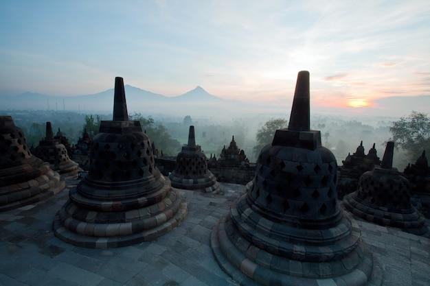 Borobudur-tempel-morgen-sonnenaufgang