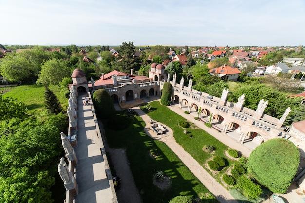 Bory var, anmutiges schloss, erbaut von einem mann, bory jeno, im szekesfehervar, ungarn