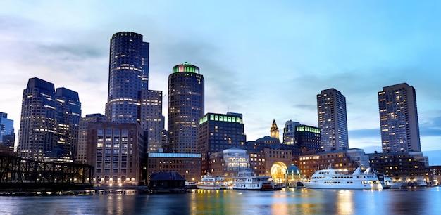Boston innenstadt in der abenddämmerung, usa