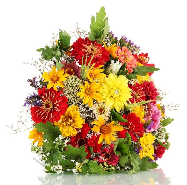 Bouquet von schönen sommerblumen, isoliert auf weiß