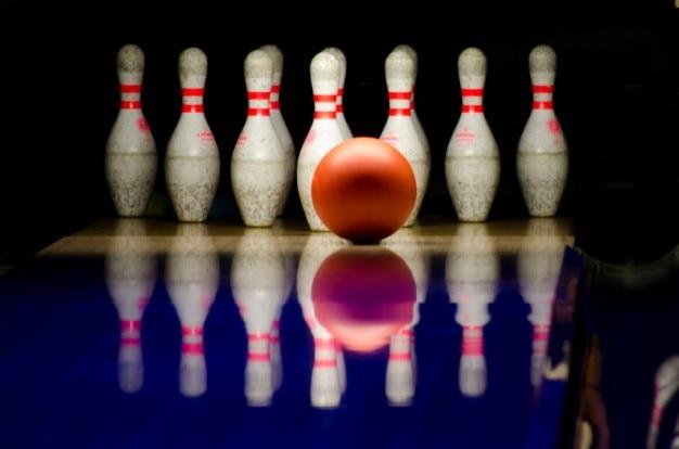 Bowlingkugel und stiften
