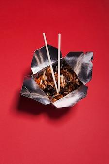 Box mit chinesischem essen