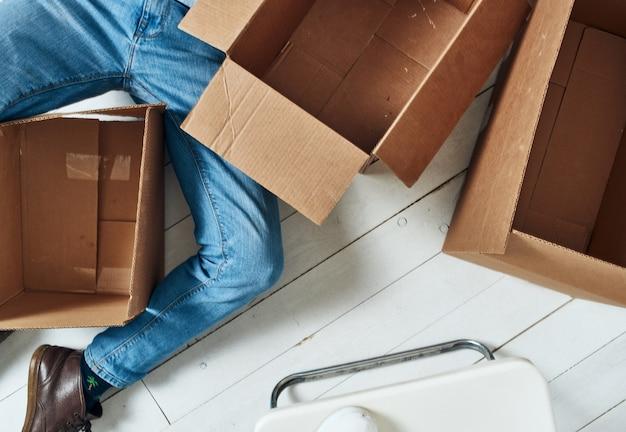 Boxen mit dingen, die lifestyle-büro offizielle arbeit verpacken Premium Fotos