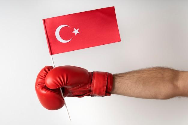 Boxhandschuh mit türkischer flagge