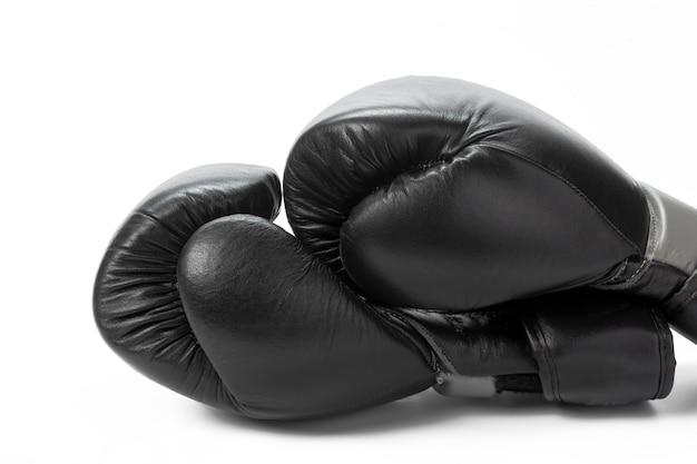 Boxhandschuhe schließen oben auf einem weiß