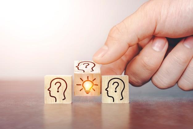 Brainstorming-ideen präsentieren neue ideen in teams und kommunizieren kreativität.