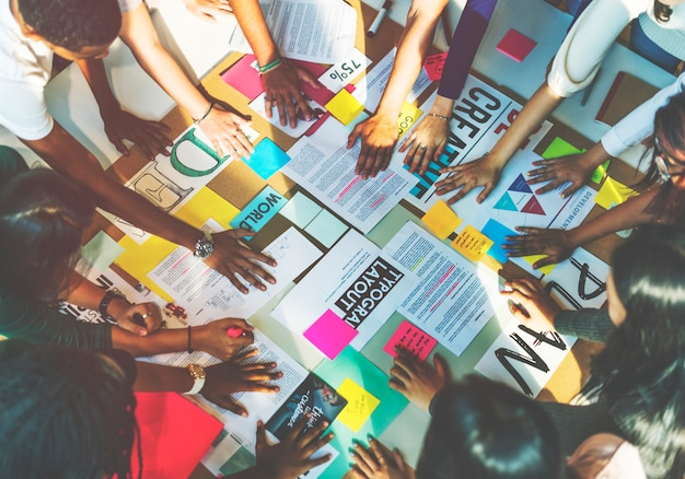 Brainstorming-klassen-coaching-diskussions-lernkonzept