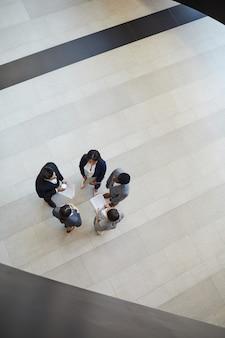 Brainstorming über startprojekt in der lobby