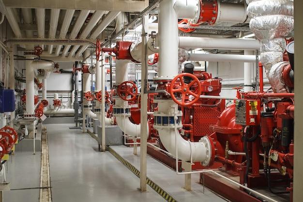 Brandschutz in der industrie. das ventil für die wasserversorgung, feuerlöschanlage