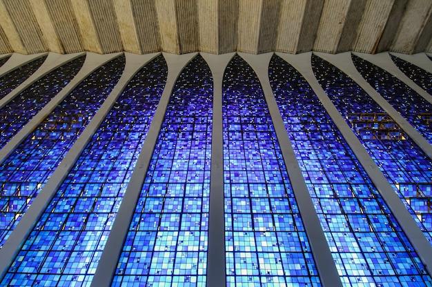 Brasilia df brasilien am 14. august 2008 dom bosco kirche und heiligtum mit seiner blauen glasmalerei