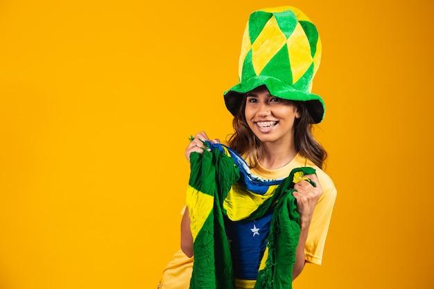 Brasilianer feiert die unabhängigkeit brasiliens. 7. september. brasilianischer fan