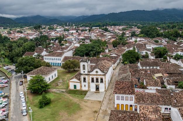 Brasilianische kolonialstadt paraty, luftbild.