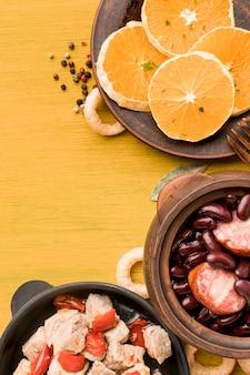 Brasilianischer essensrahmen mit kopierraum