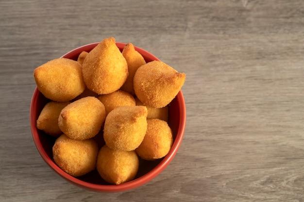 Brasilianischer snack coxinha von huhn