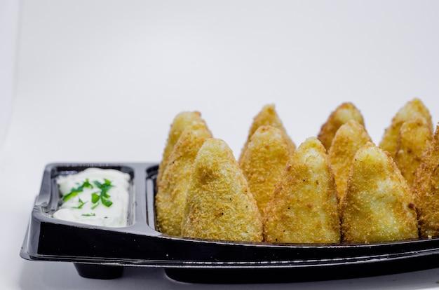 Brasilianischer snack. die coxinha ist eine brasilianische salgadinho, von herkunft paulista, auch in