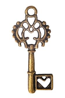 Brassy türschlüssel der weinlese mit der herzform lokalisiert auf weißem hintergrund