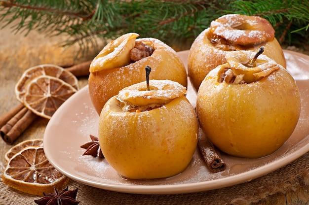 Bratäpfel mit honig und nüssen