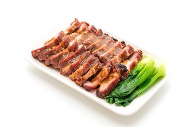 Bratengrill rotes schweinefleisch mit soße