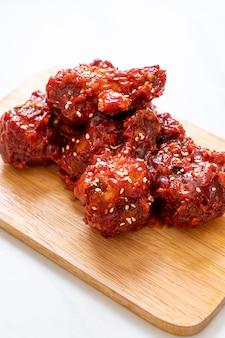 Brathähnchen mit pikanter sauce