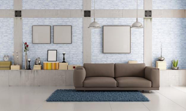 Braune couch auf einem dachboden