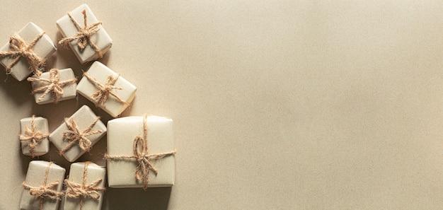 Braune geschenkboxbraune papierverpackungen und geschenk