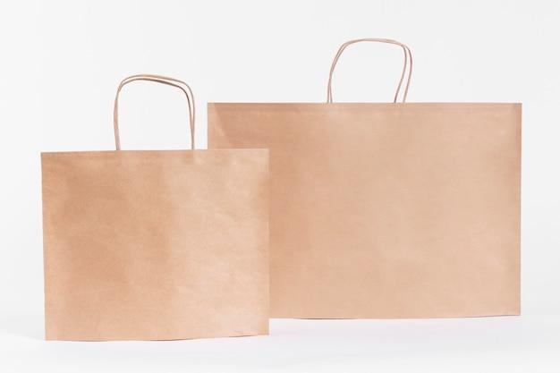 Braune papiertaschen zum einkaufen