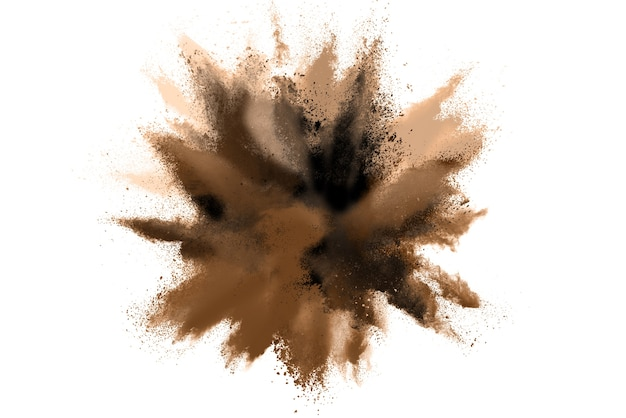 Braune pulverexplosion lokalisiert auf weißem hintergrund.