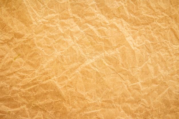 Brauner faltenrecyclingpapierhintergrund