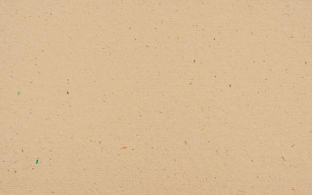 Brauner papiertexturhintergrund oder kartonoberfläche von einer papierbox zum verpacken.