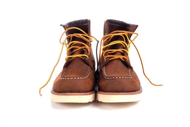 Brauner stiefel isoliert
