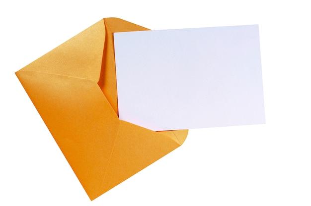 Brauner umschlag manilas mit leerer briefkarte