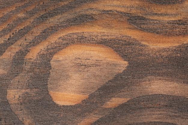 Braunes zerkratztes holzschneidebrett. holzbeschaffenheit