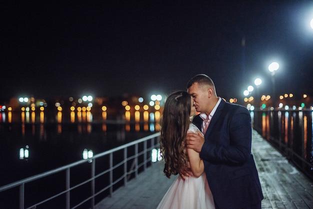 Braut auf einem pier