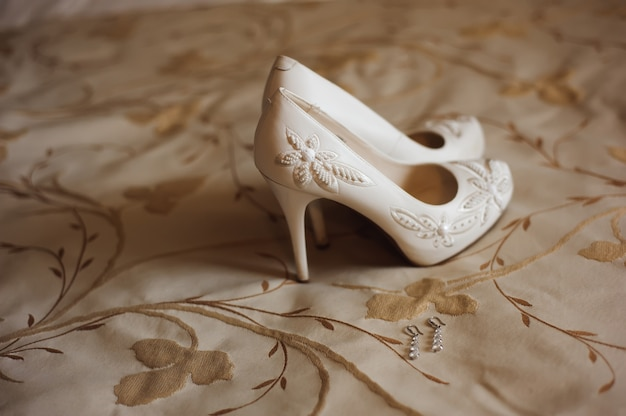 Braut hochzeit details - hochzeitsschuhe als backgrond