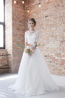 Braut in ihrem hochzeitskleid