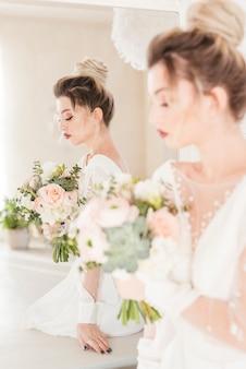 Braut mit blumenstrauß