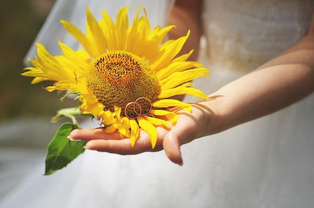 Braut mit sonnenblume