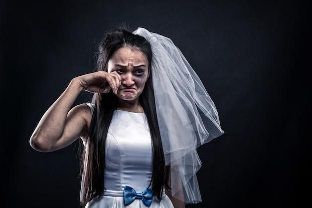Braut mit tränenreichem gesicht, unglückliche ehe