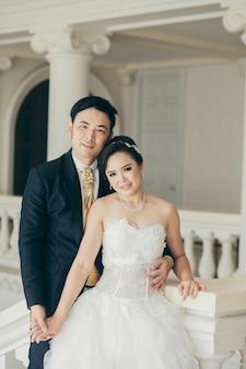 Braut und bräutigam an ihrem hochzeitstag