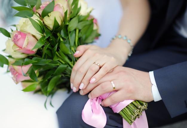 Braut und bräutigam hände