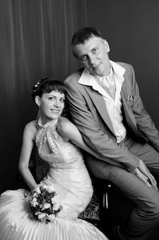 Braut und bräutigam im innenraum