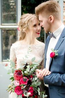 Braut und bräutigam marsala hochzeit