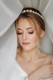 Braut vom schleier umgeben