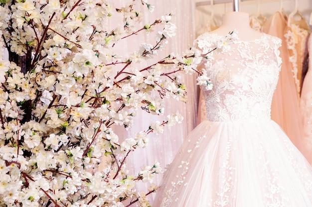 Brautkleider auf der ausstellung