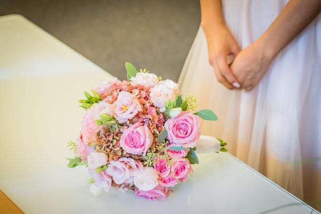 Brautstrauß am tag der hochzeit