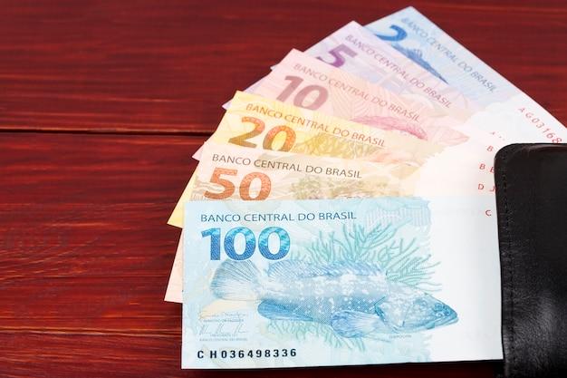 Brazilian reals in der schwarzen brieftasche